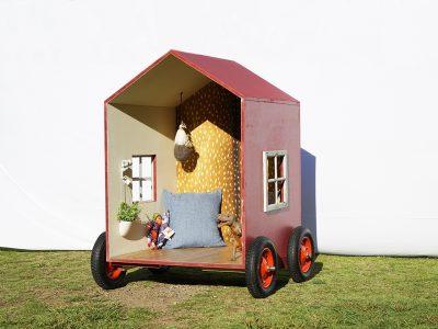 小屋展示場にて「1畳ハウス」を発売